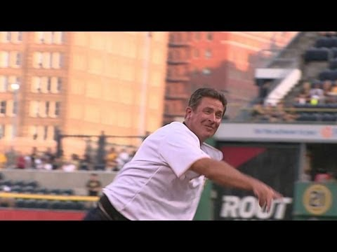 Dan Marino Throws Out The First Pitch