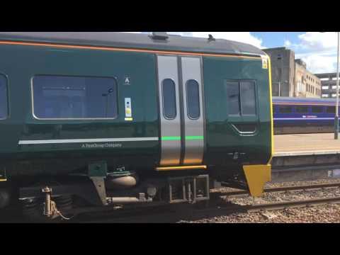 GWR Great Western Railway 158956 arrives into Bristol TM