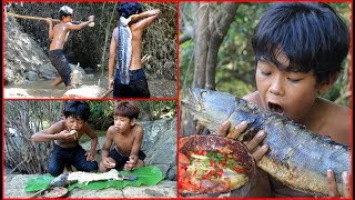 Primitive Technology - Find big fish by Spear and cooking - eating delicious