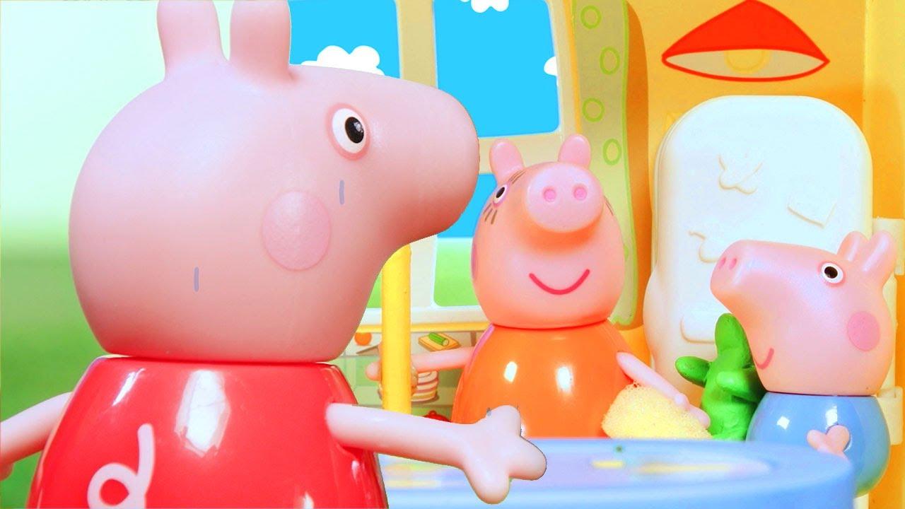 Peppa Pig Muddy Foot Prints | Peppa Pig Stop Motion | Peppa Pig Toy Play