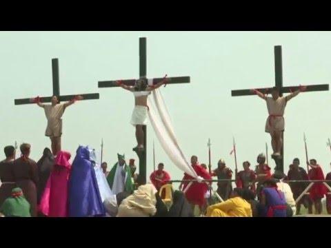 Crucifixion of Jesus re-enacted in Pampanga