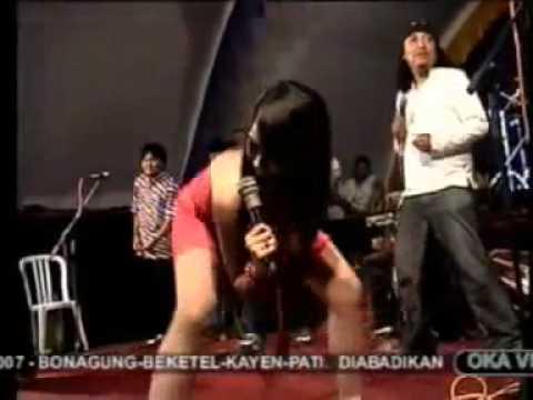 Dangdut Hot Buka BH dan CD Goyang Saweran Bikin Joni Tegang | dangdut 2016