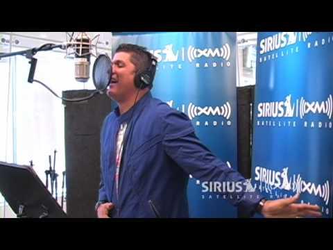 Eddy Herrera Performs Voy A Llorar on SiriusXM