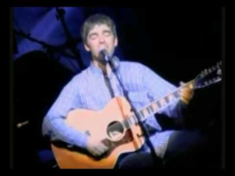 Oasis - Liam and Noel Gallagher forget the lyrics on stage