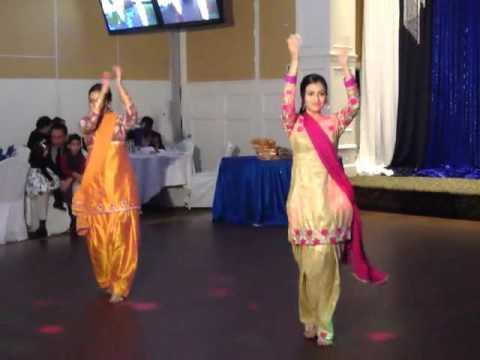 Mehndi Mehndi Gidhe Vich Nachdi Performance