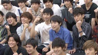 総勢32人! 市川知宏、陳内将ら若手俳優が入り乱れる舞台「露出狂」公開稽古レポート