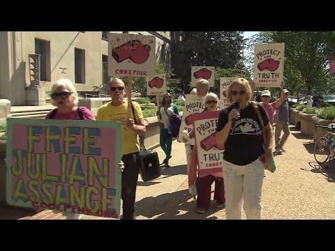 Big name whistleblowers rally outside DOJ for Assange