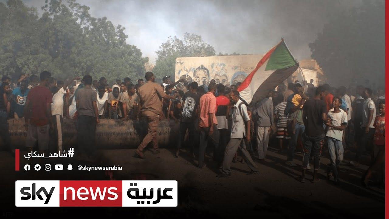 الجيش والمحتجين يغلقون الطرق بحواجز في الخرطوم  - نشر قبل 4 ساعة