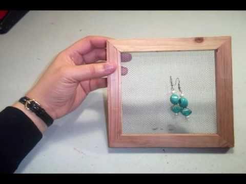 8e2440227466 Porta-pendientes   aretes con un cuadro de madera reciclado -  manualidadesconninos