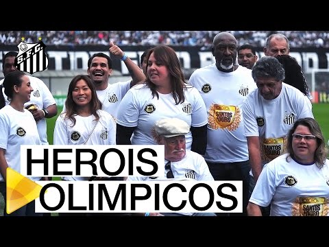 Atletas Olímpicos são homenageados na Vila