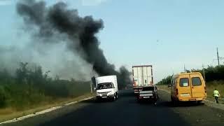 На трассе возле Луганского сгорела фура. Видео