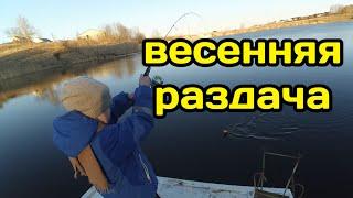 Весенняя раздача на микроджиг Ловля щуки и окуня на озере Спиннинг с берега Микроджиг рулит