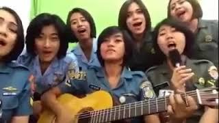 Serunya Prajurit Wanita TNI Cover Lagu Pergi Pagi Pulang Pagi
