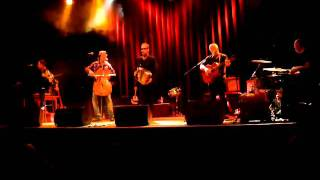 Oysterband: Bury me standing