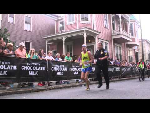 Ga. cop helps injured marathon runner cross finish line