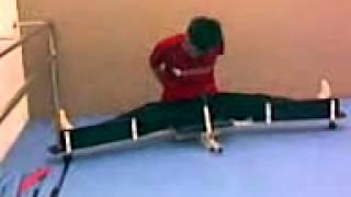 我以前用劈腿機 l use the stretch machine