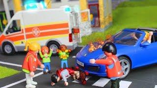 Playmobil en français pompier Accident devant l'école et la garderie - série pour enfants