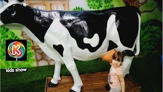 ФЕРМА Катя и Настя на ферме в Кидбурге Корова которую можно доить