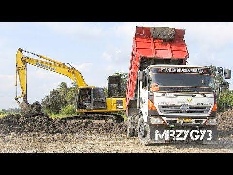 Cool!! Dump Truck Unloading Dirt