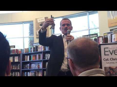 Chris Hadfield at Barnes & Noble in Phoenix 04-18-2015