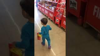 Tuna Miraç Çikolata Canavarı Alışverişte Kendini Kaybediyor 😀 Eğlenceli Çocuk Videoları