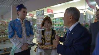Минниханов посетил Татарский дом в китайском «Городе еды»