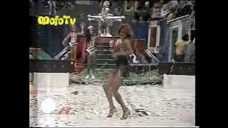 Rita Cadillac cantando no Cassino do Chacrinha (1983)