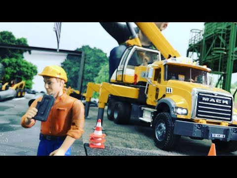BRUDER TRUCKS Workshop Crane FAIL ACCIDENT Children LONG PLAY Jack(5)