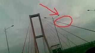 HEBOH! Ada Penampakan Wajah Di Awan Jembatan SURAMADU