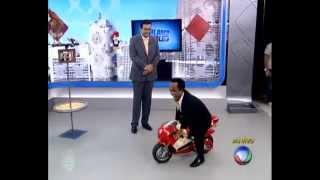Balanço Geral SP: Anão invade programa em uma moto