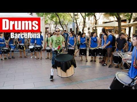 Barcelona Street Music : Drumline at Fiesta de Gracia 2012  (HD)