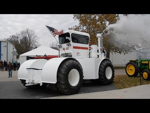 Mecum Fall Antique Tractor Auction - Davenport, IA 2017 (Big bud cold start)