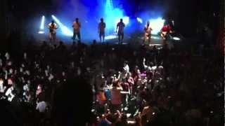 2010年2月 Fundição Progresso でのモノブロコのエンサイオ。 会場はす...