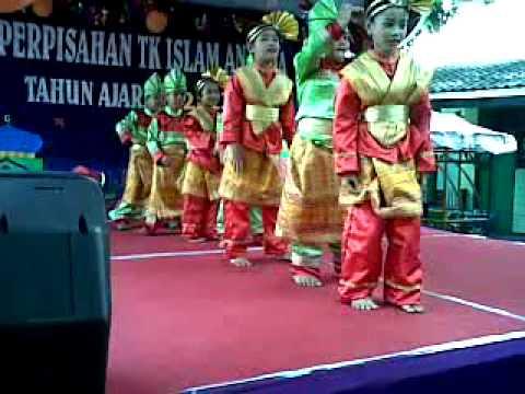 Tari Kreasi Assalamualaikum (Opick) By Rosanadia Putri.