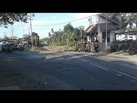 KA Sribilah Sore U48 Masuk Stasiun Tebing Tinggi