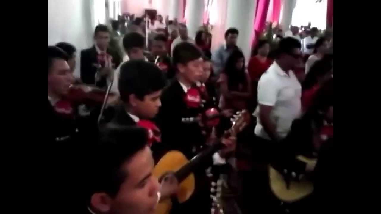 Mariachi juvenil sangre azteca alrededor de tu mesa youtube for Alrededor de tu mesa