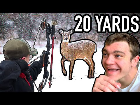 EPIC 20 YARD SHOT IN THE SNOW! (Whitetail Deer Bow Hunting)