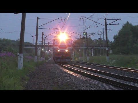 Электровоз ЧС7-022 с поездом № 085 Москва - Климов
