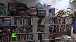 В лагере беженцев в Кале появились библиотека и ночной клуб