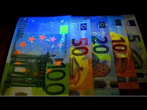 Valutaváltás Előtt: Euró Bankjegyek / Before Currency Exchange: Euro Banknotes