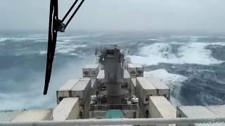 Топ 10 кораблей в сильный шторм! Огромные волны!