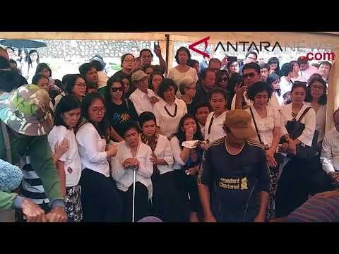 ANTARANEWS - Suasana pemakaman aktor Advent Bangun