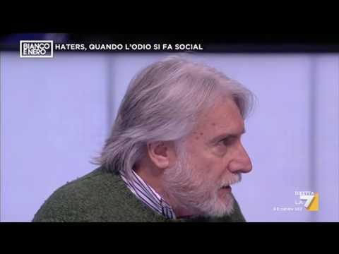 Paolo Crepet: 'Solo gli idioti possono cercare le amicizie su Facebook'