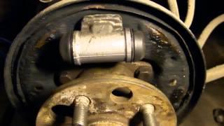 ГТ (Гаражные Темы) Замена задних тормозных колодок на Тойота Карина Е