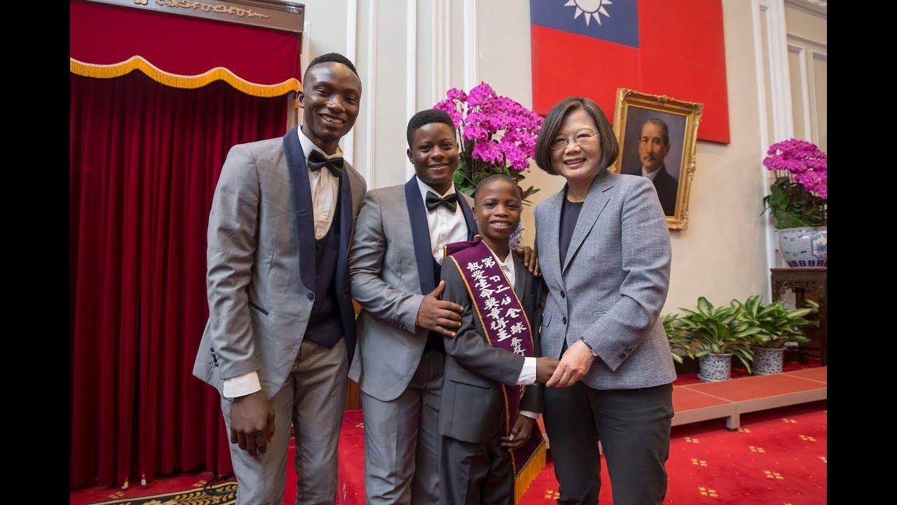 President Tsai meets winners of 22nd Fervent Global Love of Lives ...