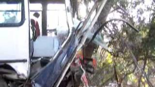 Roban colectivo y lo estrellan en Epuyen