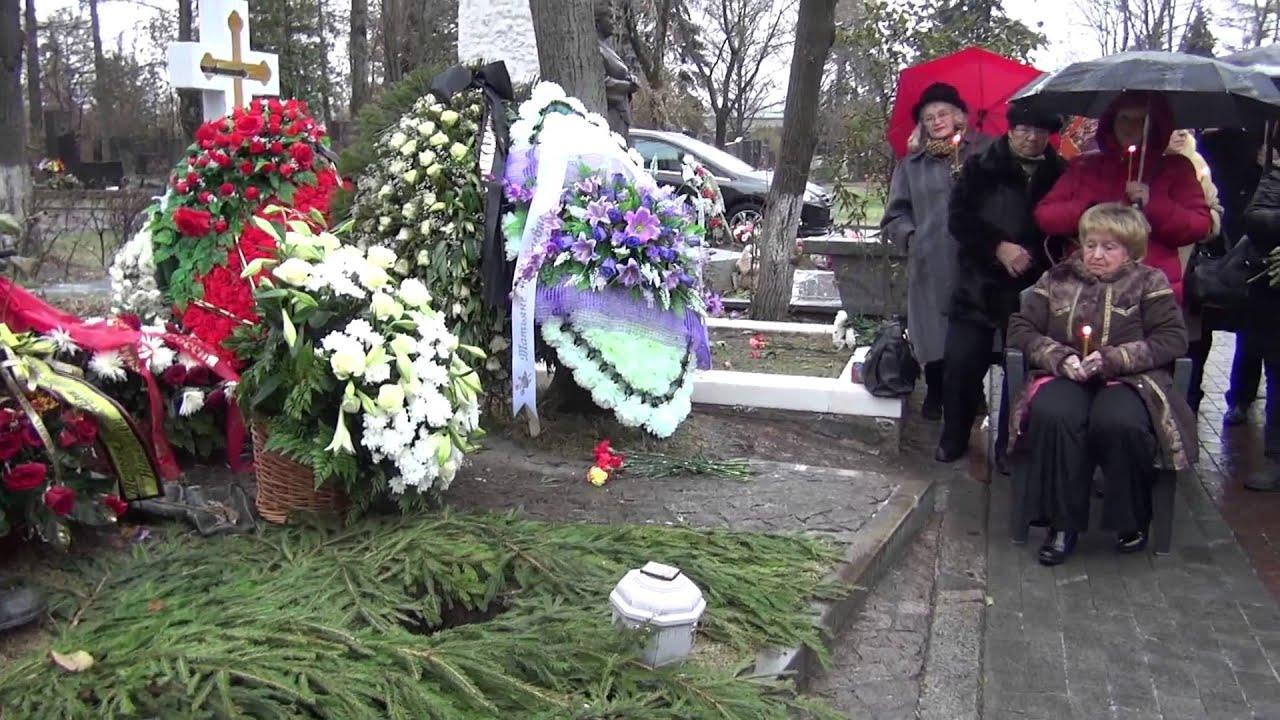 28 ноя 2017. Траурная процессия проследовала по новодевичьему кладбищу с почетным караулом. Вся аллея была выложена розами. Подписывайтесь на официальный канал «новости н.