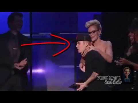 Justin Bieber Ass Grabbed & Kissed By Jenny McCarthy At American Music Awards 2012.wmv