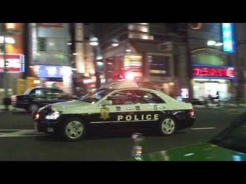 緊急走行するパトカー。Tokyo police car in emergency.