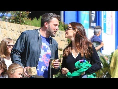 Wow! Jennifer Garner And Ben Affleck Kiss After Church!